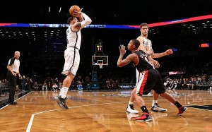 Deron Williams shoots on Blazers