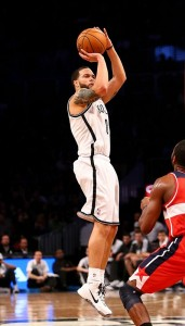 Deron Williams shoots over Wizrads at Barclays