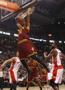 Shaun Livingston dunking as a Cav