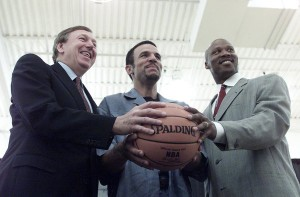 Rod Thorn Jason Kidd and Byron Scott holding ball after trade to Nets was official