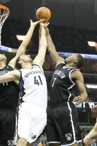 Joe Johnson and Brook Lopez grab a rebound in Grizzlies